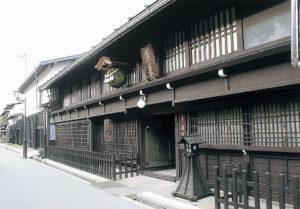 渡辺酒造店玄関